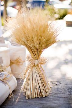 choisir son centre de table mariage bouquet d'épis de blé champêtre rustique - Choisir son centre de table mariage : conseils et idées - blog mariage Mademoiselle Cereza - www.mellecereza.fr/blog