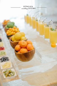 Setting Up a Sunday Juice Bar. Cute idea for a Sunday Brunch Brunch Party, Sunday Brunch, Mimosa Party, Sunday Breakfast, Brunch Wedding, Party Party, Party Time, Wedding Reception, Smoothies