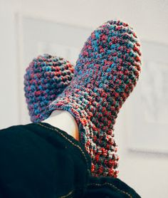 Five strand sock yarn crocheted slippers. The site is in Swedish or Dutch, but google translate works pretty well.