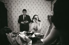 The master himself: Stanley Kubrick, camera in hand, watches Rosemary Williams, a top showgirl of the Forties. Photo: Stanley Kubrick/Museum of the City of New York History Of Photography, Street Photography, Photography Career, Photography Articles, Inspiring Photography, Diane Arbus, Stanley Kubrick Photography, Matt Hardy, Photographer Self Portrait