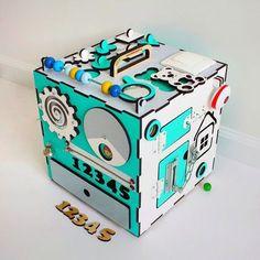 Бизикуб, 'Умный куб' 30х30см. Включает встроенную подсветку. 5 сторон для игры! Подробности: www.kindersmart.ru #Доска монтессори #Бизиборд  #Развивающая игрушка #Деревянная игрушка