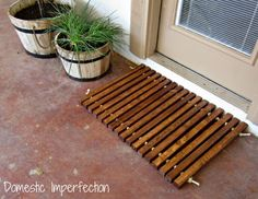 I am crushing hard on this DIY doormat from 2x2 wood and rope by Dosmestic Imperfection.