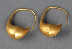 The Archaeological Exploration of Sardis.Pair of boat-shaped earrings from Toptepe