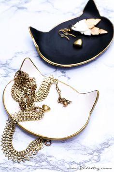 poezenschaaltjes Diy Jewelry Rings, Diy Jewelry To Sell, Diy Jewelry Holder, Diy Rings, Cat Jewelry, Beaded Jewelry, Polymer Clay Crafts, Diy Clay, Polymer Clay Jewelry