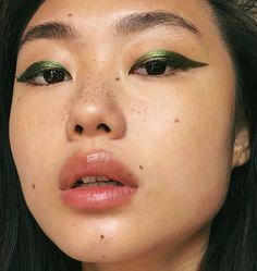 mixed the green Crayola.beauty face crayon with an green metallic eyeshadow for … mixed the green Crayola.beauty face crayon with an green metallic eyeshadow for this look🐉 face crayo Makeup Inspo, Makeup Inspiration, Makeup Tips, Beauty Makeup, Makeup Ideas, Makeup Tutorials, Rosy Makeup, Character Inspiration, Makeup Basics