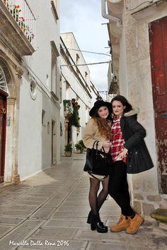 La struggente bellezza di Martina Franca raccontata dai colori e dai sorrisi di Chiara ed Elisa attraverso gli scatti fotografici di Marcello Dalla Rena Vedi tutte le foto: http://www.madeintaranto.org/a-spasso-per-martina-franca-con-chiara-ed-elisa/  #Madeintaranto #Leterredeidelfini #Taranto #Puglia #Weareinpuglia #turismo #cittàdavivere #citywiew #Italy #Madeinitaly #Visitpuglia