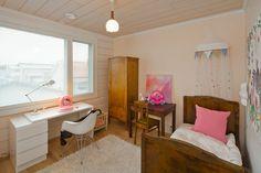 Tyttöjen makuuhuoneessa vanha ja uusi ovat sulassa sovussa. Pientalo ja piha 5/2015
