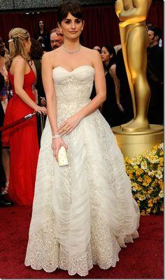 Penelope Cruz ...in white!