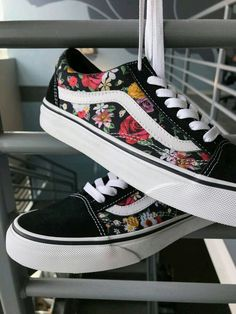Vans Old Skool Digi Floral Skate Shoes - outfit Trendy adidas workout sneakers Vans Sneakers, Vans Customisées, Converse, Sneakers Workout, Vans Skate Shoes, Casual Sneakers, Vans Old Skool, Vans Shoes Fashion, Cute Vans