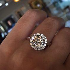 Beautiful Halo Engagement Ring anillos de compromiso   alianzas de boda   anillos de compromiso baratos http://amzn.to/297uk4t