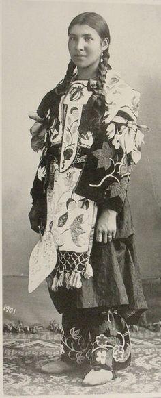 """baapi-makwa: """"Ojibwekwe"""" - 1901"""