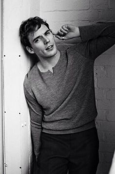 Sam Claflin - Just totally my fancy type!! A charming English <3 completely obsessed with his English accent!!!