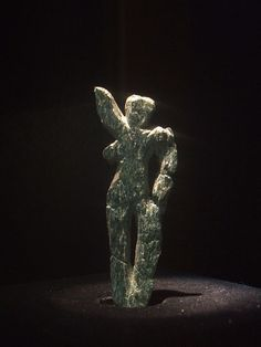 Venus of Galgenberg  Green serpentine  30,000 years ago Discovered in 1988 close to Stratzing, Austria, (not far from the site of the Venus of Willendorf)