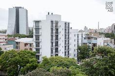 Travessa do Carmo - projeto desenvolvido pelos arquitetos Letícia Zanesco e Italo Galeazzi. Conjunto Residencial formado por duas torres, localizado no bairro Cidade Baixa, em Porto Alegre, RS.  Crédito das imagens: Daniel Sasso