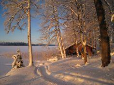 Joulukalenterin 1. luukusta avautuu kaunis talvimaisema. Jyväskylän alueen huomilaiset toivottavat tunnelmallista joulun odotusta! Kuva: Jukka-Pekka Friman