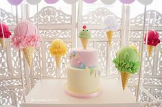 The cake and decorations for this ice-cream party