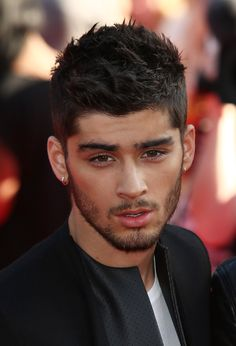 Zayn Malik At The London Premiere Of #ThisIsUs   look at his face... perfect lol