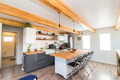 Saskatoon Garage and Garden Suite Builder. Small House Bliss, Modern Condo, Carriage House Apartments, Home, Tiny House Floor Plans, Garage Decor, Home Renovation, Container House, Tiny House Plans