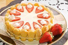 Tort z truskawkami #smacznastrona #przepisytesco #poradytesco #tort #truskawki #krem #biszkopty #deser #pycha