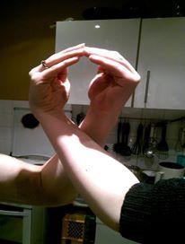 Schleife zeigen Bild 0092 #schleifezeigen #kinderschutz #challenge #1207schleifen #fingerweg #fingerweginfo