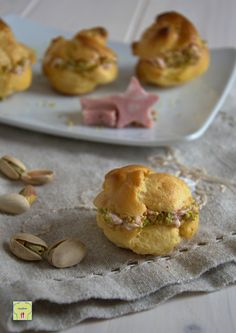 bignè con mousse di mortadella e pistacchi gp Vol Au Vent, Tapas, Mousse, Antipasto, Snack Recipes, Cooking Recipes, Snacks, Savory Cheesecake, Decadent Cakes