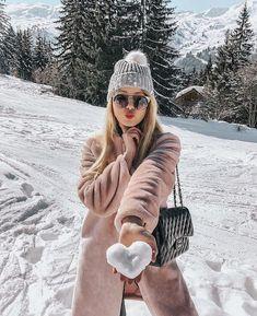 winter outfits new york Fotos zum Nachbauen Snow Photography, Girl Photography Poses, Levitation Photography, Exposure Photography, Abstract Photography, Photography Captions, Travel Photography, Photography Camera, Photography Projects
