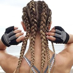 Omg! Look at all these Dutch braids!