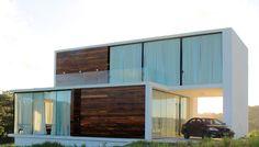 Casa Bromelia - Urban Recycle Architecture Studio
