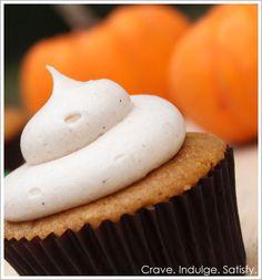 Pumpkin Cupcakes with Cinnamon Cream Cheese #recipe #pumpkin