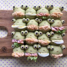 「* 朝ちぎりパン♡ カエルのちぎりパンサンド‼︎ 具を詰めたら…なんか残念な感じ笑 タラモサラダ美味しい♡ *…」