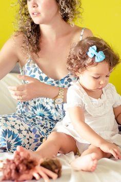 BRINCANDO COM A MAMÃE- BÁRBARA E SARA