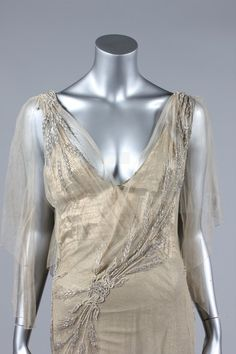 Wedding or Court Presentation Dress - detail - 1930's - Made in England - @~ Mlle
