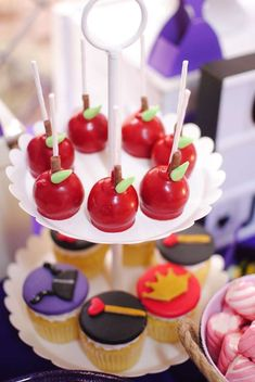 Throw a rotten Descendants Party! Celebrate your favorite villian kids with some exciting Descendants movie watching party! Catch up with your favorite Disney Villain Kids in the all new Descendants 3 available on DVD! Villains Party, Disney Villains, Decendants Cake, Apple Cake Pops, Comida Disney, Disney Birthday, Maleficent Birthday Party, Disney Descendants, Disney Cupcakes