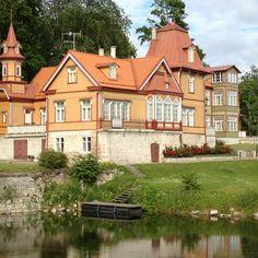 Huis voor het kasteel in Kuressaare op het eiland Saaremaa in Estland.