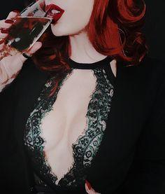 three cheers for sweet revenge aesthetic Karin Uzumaki, Natalia Romanova, Cheryl Blossom, Red Hood, Red Aesthetic, Poison Ivy, Black Widow, Masquerade, Character Inspiration