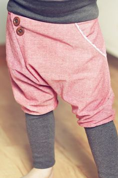 """Mitwachshose """"Einfäl(l)tig"""" – Sewing Projects Sewing Patterns Free, Free Sewing, Rebecca Minkoff, How Do You Knit, Couture, Long Pink Hair, Purple Braids, Knit Baby Dress, Baby Vest"""