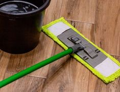 15 Remarkable Wood Floor Cleaning Hacks Deep Cleaning Tips, Household Cleaning Tips, Cleaning Recipes, House Cleaning Tips, Diy Cleaning Products, Cleaning Hacks, Cleaning Solutions, Cleaning With Peroxide, Hydrogen Peroxide Uses
