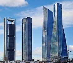 ¿Salen las Cuatro Torres de Madrid en el nuevo póster de 'RoboCop'?