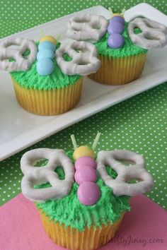 Spring Butterfly Cupcakes, Perfect for Easter - Thrifty Jinxy. These would be a great way to decorate DCD White Chocolate Meyer Lemon Cupcakes! Butterfly Cupcakes, Easter Cupcakes, Spring Cupcakes, Butterfly Party, Kid Cupcakes, Butterfly Wings, Decorated Cupcakes, Mocha Cupcakes, Gourmet Cupcakes