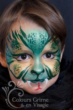 Beautiful green and gold metallic cat face Boys Stuff #schmink #kat #slang