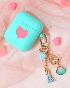 AirPod Case Keychain / Heart AirPods Case / Silicone AirPod Keychain / AirPod Cover / AirPod Holder Pouch / Accessories / Gift for Women Cute Ipod Cases, Iphone Cases, Fone Apple, Airpods Apple, Cute Headphones, Earphone Case, Airpod Case, Iphone Accessories, Apple Products