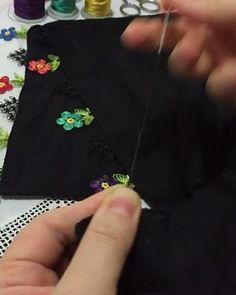 """885 Beğenme, 95 Yorum - Instagram'da Gülsüm'ün hobi sanatı (@igne_oyalar_gulsum): """"Hayırli hafta sonları arkadaslar 🙋🌹dag yapiyorum siyah tel oldugundan yapilisi pek belli olmuyor…"""" Baby Knitting Patterns, Brooch, Crochet, Lace, Model, Jewelry, Instagram, Herbs, Chrochet"""