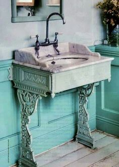If I didn't want storage under the sink, I would LOVE this // Shabby Chic