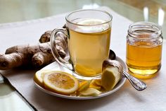 Anti-Inflammatory Ginger Root Tea: Drink this tea to ease gut inflammation and boost your liver health. Pour 1 C Boiling Water over: inch slice Ginger Root 1 Juiced Lemon Wedge 3 Mint Leaves 1 serving-Enjoy! Benefits Of Drinking Ginger, Ginger Water Benefits, Flu Remedies, Natural Remedies, Ginger Root Tea, Ginger Beer, Ginger Juice, Ginger Drink, Grog