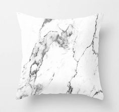 Kissen mit doppelseitigem Marmor-Print. Hier entdecken und shoppen: http://sturbock.me/4VW