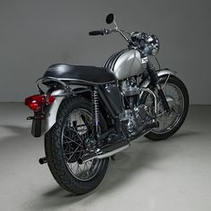 It's nearly half a century old, but this barn find Triumph Tiger has immaculate style. Superb restoration work from Dave Helrich and Jennifer Maa of Helrich Custom Cycles.