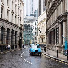 London : City Streets  --------------------------------------------------------------------- #neilvslondon #londondecanted #cityofcities #igerslondon #shutup_london #super_holland #thisislondon #timeoutlondon #huffpostgram #hq_uk #toplondonphoto #visitlondon #wundrouslondon #mydarlinglondon #loves_london #londoncollective #londoncalling #unlimitedlondon #just_FEATURES #ldn4all_findthegap