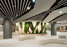 Green wall within the underground complex of Songpa Square in Seoul Interior Architecture, Interior And Exterior, Interior Design, Commercial Design, Commercial Interiors, Baffle Ceiling, Shopping Mall Interior, Moss Wall Art, Office Ceiling