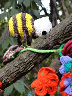 Yarn Bombing by Coletivo Agulha Parque Buenos Aires - São Paulo - SP - Brazil 21.september.2014 Photo © Patty Dijigov
