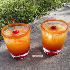 Georgia Peach Cocktail - For more delicious recipes and drinks, visit us here: www.tipsybartender.com